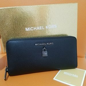 new wallet giftables with box AUTHENTIC michael